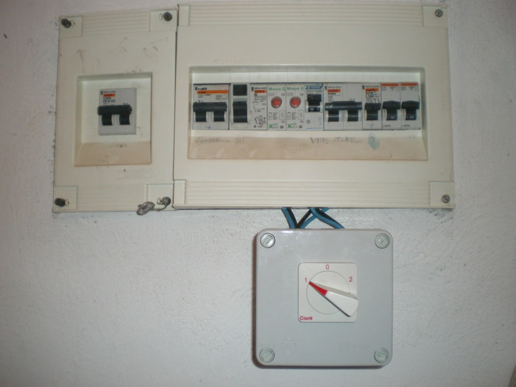 Conmutador Gave 3 posiciones en cuadro eléctrico
